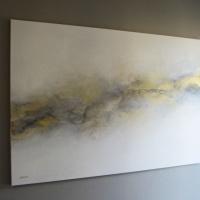 Abstrakcja monochromatyczna ze złotem